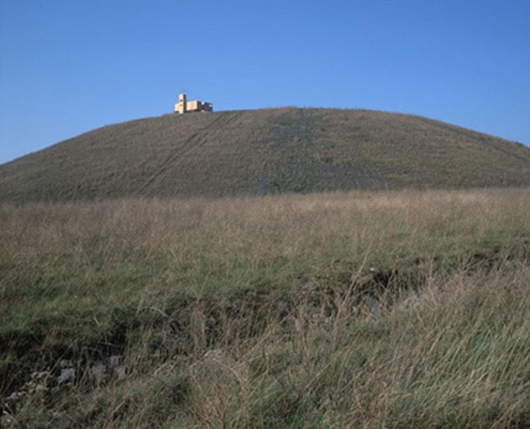 Zicht op de voet van de mijnterril in Winterslag, Genk. Flacc.