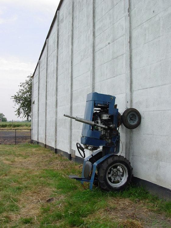 Tracteur sur mur