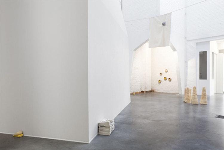 my shiver, your suspense (purple breathing). exhibition view Galerie Tatjana Pieters